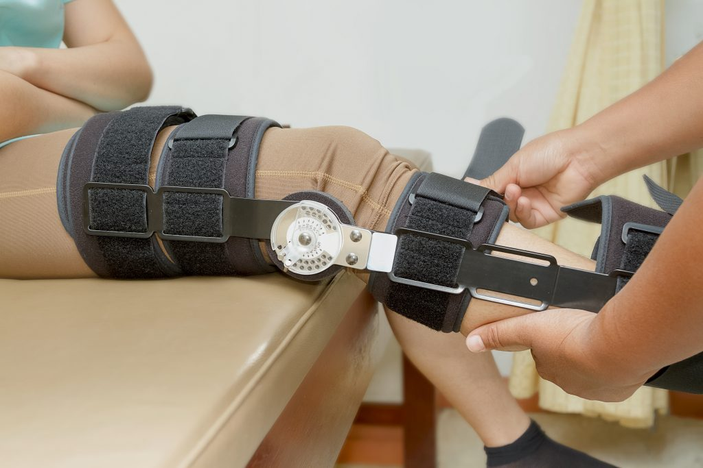 knee brace at Applied Biomechanics